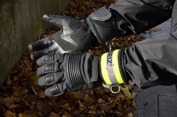 Winterhandschuh-Feuerwehr-Seiz-02