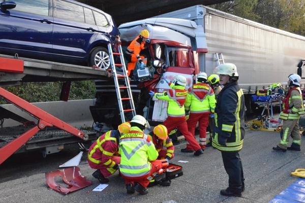 Auffahrunfall auf der A 3 bei Ratingen. Foto: Feuerwehr Ratingen