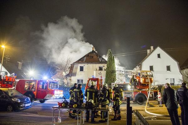 Mehrere Verpuffungen erschweren den Einsatz. Foto: 7aktuell.de/Adomat