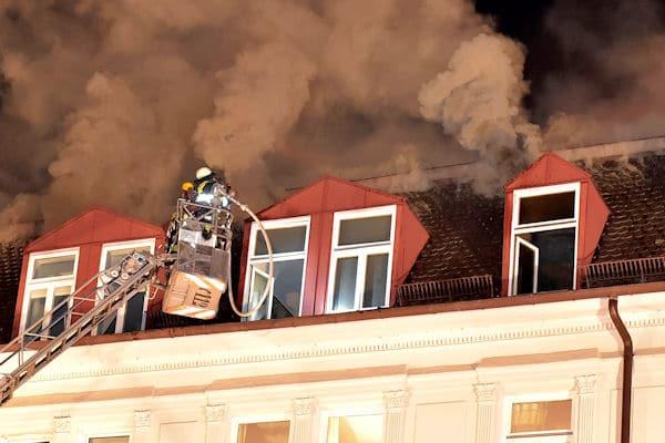 Zimmerbrand, Dachstuhlbrand, Feuer, Alarmstufe 3,
