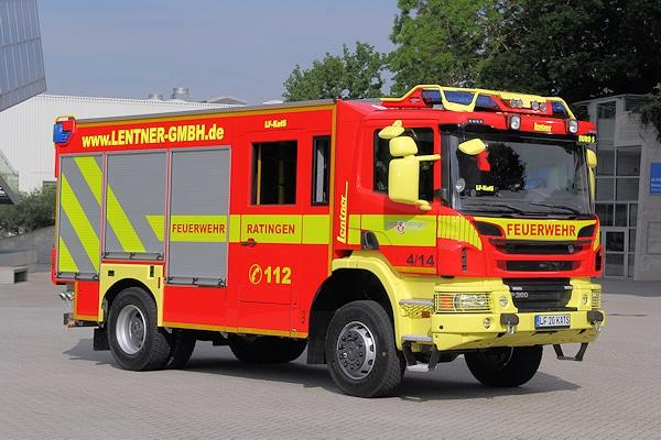 Das auf dem Stand der Firma Lentner ausgestellte LF-KatS der Feuerwehr Ratingen (NW) ist eines der ersten Löschfahrzeuge, das in der neu zulässigen Farbe Verkehrsrot lackiert worden ist. Foto: Benkert