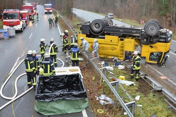 Gefahrgutunfall-Erlangen-10-12-2015