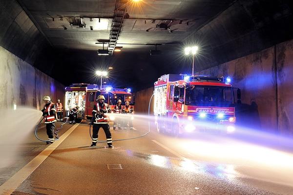 Die neuen SLF-T der Feuerwehr Hamburg haben sich jetzt beim ersten großen Brand seit ihrer Indienststellung im Elbtunnel bewährt. Foto: Jann
