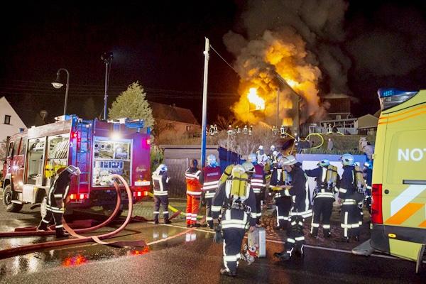 Wohnhausbrand in Reichenbach. Foto: Rocci Klein