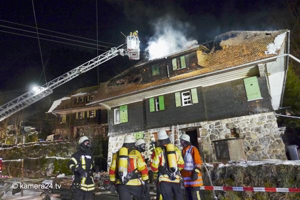 Brand_Feuerwehr_Einsatz_Wohnung_Verletzter Feuerwehrmann