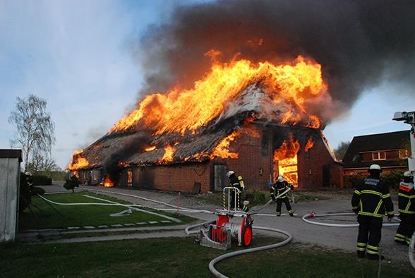 Reetdachhaus eingeäschert. Foto: Leimig