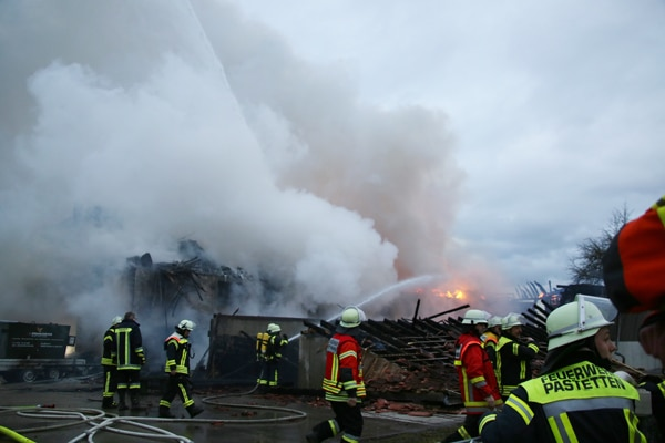 Feuerwehr_Einsatz_Lagerhalle_Brand