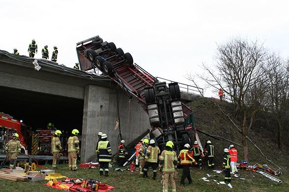Wenn 40 Tonnen auf dem Fahrer landen. Foto: Feuerwehr Oberschleißheim