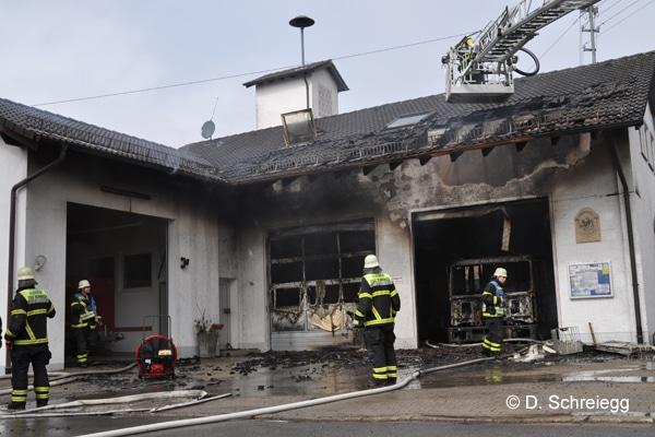 Gerätehaus_Feuerwehr_Brand_Fahrzeuge