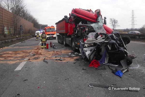 Unfall auf der A 42 zwischen Bottrop und Oberhausen. Foto: Feuerwehr Bottrop