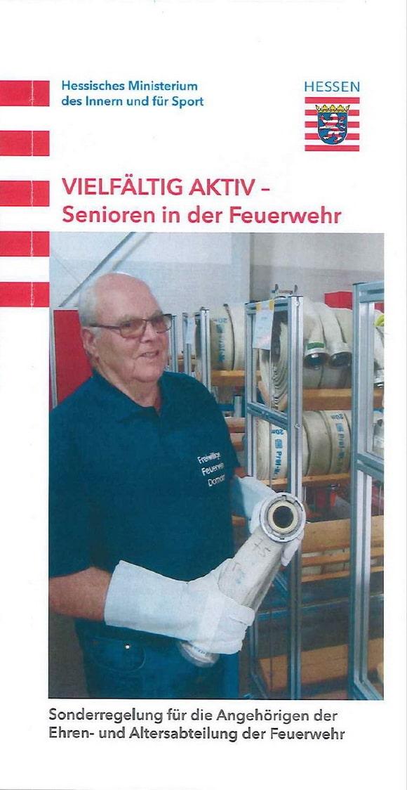 """Titelbild des neuen Flyers """"Vielfältig aktiv - Sebioren in der Feuerwehr"""", der heute in Hessen vorgestellt worden ist."""