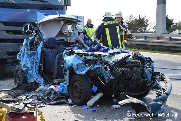 Einsatz_Feuerwehr_Verkehrsunfall_Autobahn