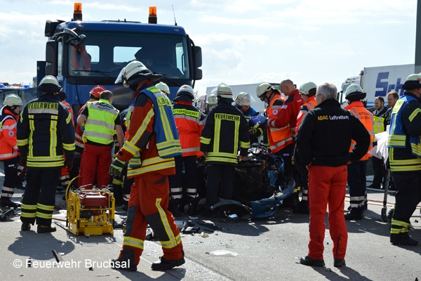 Einsatz_Feuerwehr_Verkehrsunfall_Autobahn_II