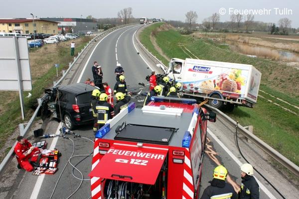 Einsatz_Feuerwehr_Verkehrsunfall_Schere_Spreizer