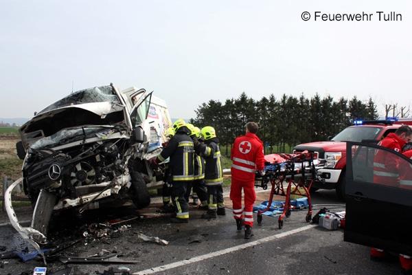 Einsatz_Feuerwehr_Verkehrsunfall_Schere_Spreizer_II