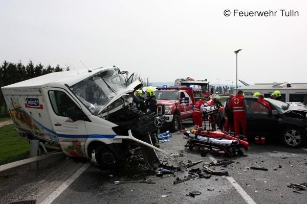 Einsatz_Feuerwehr_Verkehrsunfall_Schere_Spreizer_III
