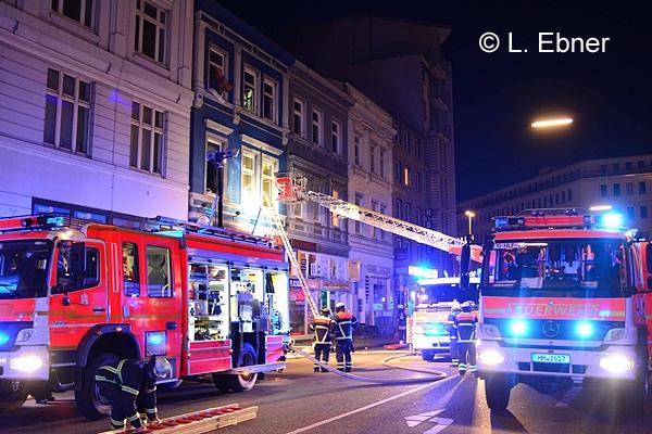 Hamburg-Hauptbahnhof.20.04.2016 Kirchenallee Feuer im Hotel 10 verletzte 1 Toter 11 Personen von der Feuerwehr gerettet Feuer im 1 und 3 OG Großeinseinsatz der Feuerwehr.