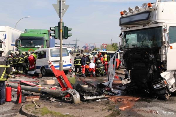 Schwerer Verkehrsunfall in Hamburg. Foto: S. Peters