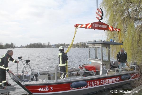 Eines der beiden neuen Mehrzweckboote der Feuerwehr Berlin. Foto: D. Machmüller