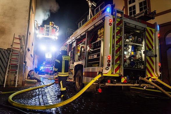 Fachwerkhaus in Flammen. Foto: Wiesbaden112