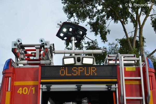 Oelspur_Beseitigung_Feuerwehr_Zustädnigkeit_Straße