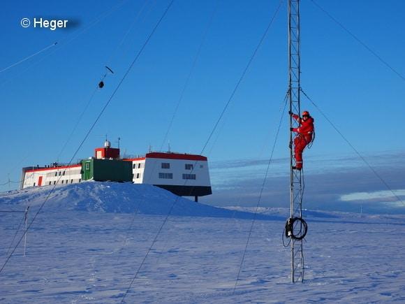 Diese Aufnahme entstand vor einigen Monaten. Aktuell herrscht Dunkelheit an der Antarktis. Foto: Heger