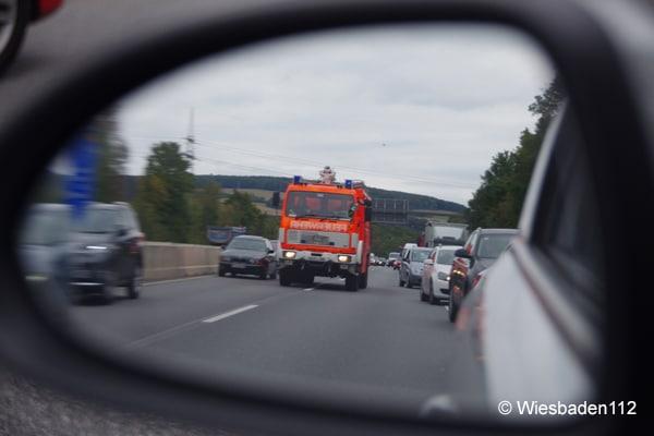Feuerwehr_Rettungsgasse_Autobahn_Einsatz_Einsatzfahrt