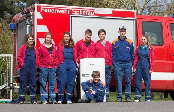 Die JF Splietau entsorgte das älteste Kühlgerät: einen 60 Jahre alten Kühlschrank von bauknecht. Foto: Rainer Büldt