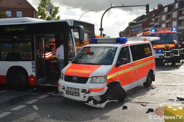 Feuerwehr_Einsatzfahrt_Unfall_Kleinlöschfahrzeug