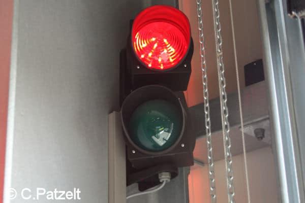Symbolfoto_Rote Ampel_Feuerwehrhaus_Patzelt