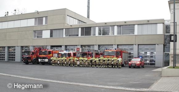 Antritt der Wachabteilung vor der neu errichteten Fahrzeughalle der Wache Albertstadt in Dresden. Foto: Hegemann