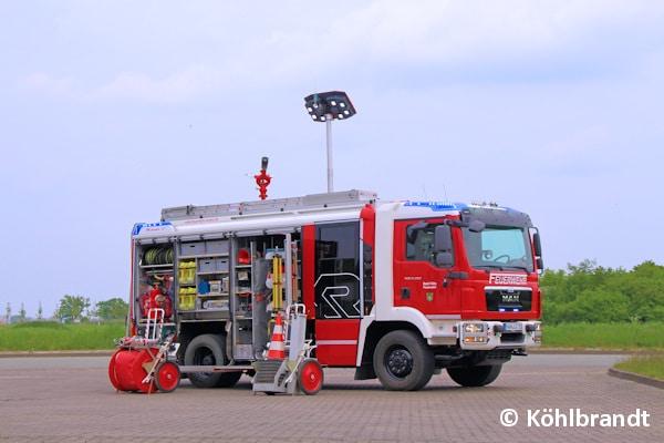 Neben einem Lichtmast Flixilight LED gehören auch eine Webasto-Standheizung, ein Dachwerfer RM24M sowie ein hydraulischer Rettungssatz zur Beladung. Foto: Köhlbrandt