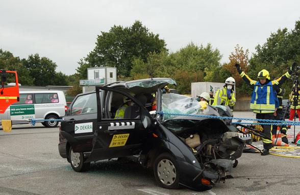Rettung beim Verkehrsunfall. Foto: Hegemann