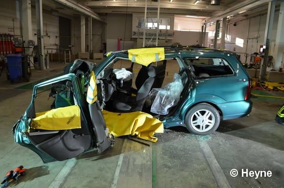 Bei der Großen Seitenöffnung werden beide Türen auf der Fahrerseite und die B-Säule komplett entfernt. Foto: Heyne