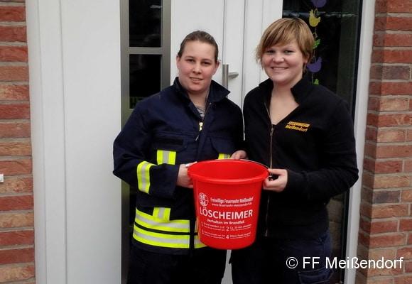 Auch die FF Meißendorf griff die Idee mit dem Löscheimer auf, um in ihrem Ort auf die Nachwuchssorgen der Feuerwehr hinzuweisen. Foto: FF Meißendorf