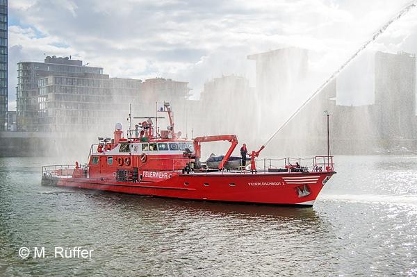 Feuerlöschboot 2 (FLB 2) Düsseldorf Feurwehr. Foto: M. Rüffer