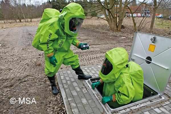 Wenn der Träger in explosionsfähigen Atmosphären arbeiten muss, sollten beim Chemikalienschutzanzug die elektrostatischen Eigenschaften beachtet werden. Symbolfoto: MSA