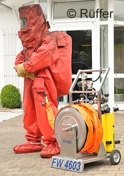 Viele CSA bieten Anschlüsse für eine externe Atemluftversorgung. Foto: Michael Rüffer