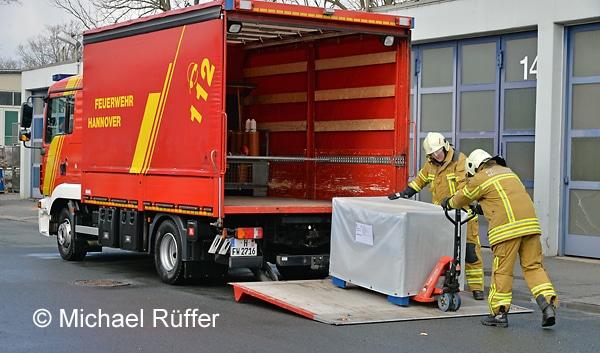 Für den Kulturgutschutz hält die Feuerwehr Hannover auf Wache 4 acht Gitterboxen mit Spezialausrüstung bereit. Foto: Michael Rüffer