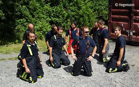 Feuerwehrbekleidung: Überhosen im Praxistest Foto: Hegemann