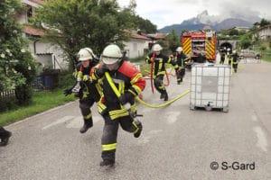 Das gemeinsame Lösen von Problemen zählt zu den Kerntätigkeiten der Feuerwehr. Dementsprechend sollte das Teamtraining Teil der modernen Ausbildung sein – wie hier beim Fit for Fire-Event von S-Gard. Foto: S-Gard