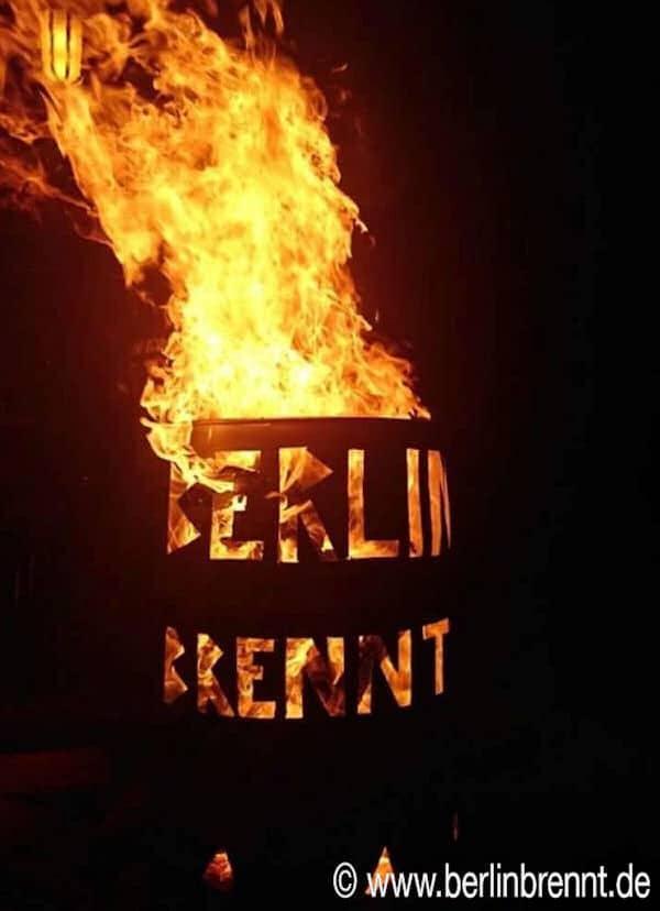 #BerlinBrennt Tonne bei Nacht