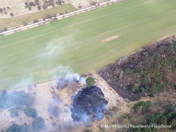 Das erste Feuer, das der FFD in diesem Jahr gesichtet und gemeldet hat, war ein ausgedehnter Ödlandbrand bei Quedlinburg (ST). Foto: Moritz Horn / Feuerwehr-Flugdienst