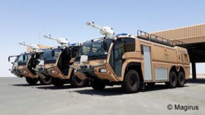 Diese drei sandfarbenen FLF Dragon X6 TEP lieferte Magirus an die Royal Air Force of Oman. Foto: Magirus