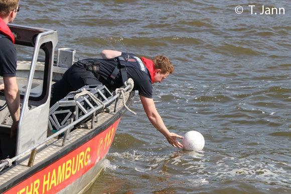 Dreh im Hafen mit Ball