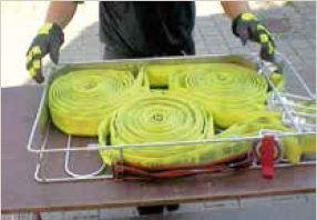 Der Schlauchwickelkorb kann auch zum Aufnehmen benutzter Schläuche verwendet werden. Zur Entnahme lässt er sich öffnen. Foto: Öchsle