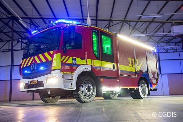 So sehen künftig neue Feuerwehrfahrzeuge in Luxemburg aus: HLF im Design des CGDIS. Der bestehende Fuhrpark aus rund 850 Fahrzeu-gen erhält eine vereinfachte Beklebung.