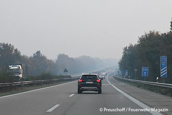 Die Rauchentwicklung war auch auf der Autobahn 29 deutlich sichtbar.
