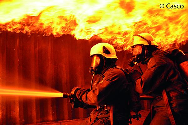 Hitzeeinwirkung hat starken Einfluss auf die Lebensdauer von Feuerwehrhelmen.