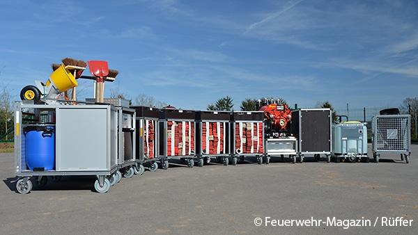 Diese neun Rollcontainer befinden sich ständig auf dem Fahrzeug.